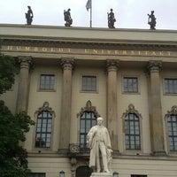 รูปภาพถ่ายที่ Humboldt-Universität zu Berlin โดย Gatt O. เมื่อ 8/17/2015