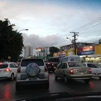 Foto tirada no(a) Avenida Fernandes Lima por Dayvyanne M. em 7/18/2013