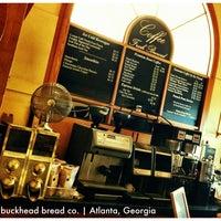 Photo prise au Corner Cafe & Buckhead Bread Company par Laura D. le8/14/2011
