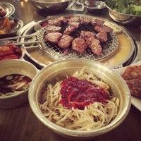 Photo prise au Kang Ho Dong Baek Jeong par Fred R. le4/14/2013
