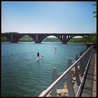 Foto tomada en Georgetown Waterfront Park por Kristen M. el 5/1/2013