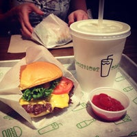 Photo prise au Shake Shack par April M. le2/26/2013