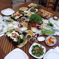 Das Foto wurde bei Limoon Café & Restaurant von Şenol B. am 7/10/2013 aufgenommen