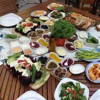 Das Foto wurde bei Limoon Café & Restaurant von Şenol B. am 7/28/2013 aufgenommen