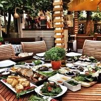 Das Foto wurde bei Limoon Café & Restaurant von Şenol B. am 7/17/2013 aufgenommen