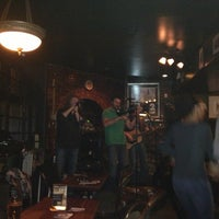 Das Foto wurde bei Hurley's Irish Pub von Amélie am 2/14/2013 aufgenommen