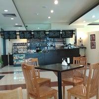 Foto scattata a Sierra Coffee Tash Rabat da Calvin P. il 6/24/2014