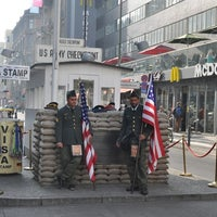 Das Foto wurde bei Checkpoint Charlie von Alex am 10/27/2012 aufgenommen
