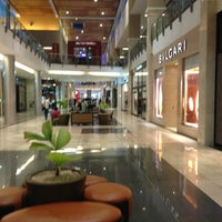 Foto tirada no(a) Mall Multiplaza Pacific por Jay M. em 2/13/2013