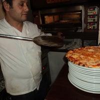 Photo prise au Brossolette Pizzeria par Jonathan le12/17/2013