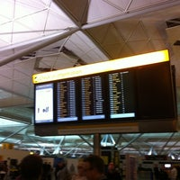 Foto diambil di London Stansted Airport (STN) oleh mark s. pada 10/12/2012