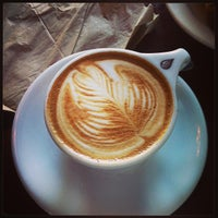 Das Foto wurde bei Tiago Espresso Bar + Kitchen von Carrie D. am 6/22/2013 aufgenommen