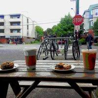 5/26/2013 tarihinde Sham b.ziyaretçi tarafından Mighty-O Donuts'de çekilen fotoğraf