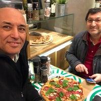 1/26/2017 tarihinde 🇹🇷K🖐🏽Ⓜ️🅰️💪ziyaretçi tarafından Viva La Pizza'de çekilen fotoğraf