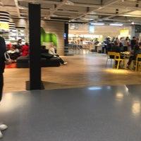 Photo prise au IKEA Restaurant & Café par Christian R. le10/15/2017
