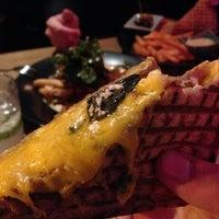 Das Foto wurde bei Toasteria Cafe von Allen C. am 1/6/2013 aufgenommen