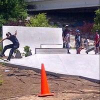 Foto tomada en Historic Fourth Ward Skatepark por Hakim H. el 5/25/2013