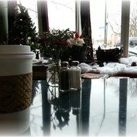 Foto tirada no(a) Bridgeport Coffee Company por Kaitlyn T. em 12/6/2012