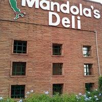 Foto tirada no(a) Mandola's Deli por Hannah H. em 10/6/2012