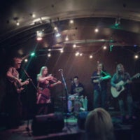Photo prise au Folkklubs Ala Pagrabs par Anete S. le6/14/2013