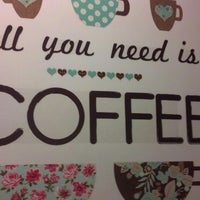 Foto scattata a Barnie's Coffee & Tea Co. da Sara il 2/12/2014