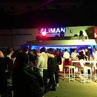 4/26/2013 tarihinde Mehmet A.ziyaretçi tarafından Liman Restaurant Lounge Club'de çekilen fotoğraf