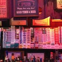 5/4/2013 tarihinde Noah N.ziyaretçi tarafından Richard's Bar'de çekilen fotoğraf