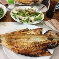 12/6/2012 tarihinde Yas!nnnziyaretçi tarafından Karadeniz Balıkçısı Balık Evi'de çekilen fotoğraf