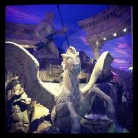 5/14/2013 tarihinde Manoel G.ziyaretçi tarafından Festival Fountain - The Forum Shops at Caesars Palace'de çekilen fotoğraf
