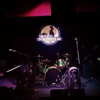 รูปภาพถ่ายที่ The Wild Rooster Bar โดย John S. เมื่อ 4/13/2013