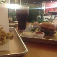 Снимок сделан в Hopdoddy Burger Bar пользователем Abdulaziz A. 10/8/2016