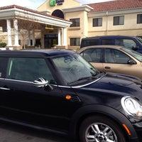 Снимок сделан в Holiday Inn Express & Suites Santa Clarita пользователем Robyn S. 1/19/2014