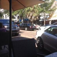 รูปภาพถ่ายที่ Park Plaza Gardens โดย Liz เมื่อ 9/29/2013