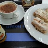 Das Foto wurde bei Caffè Nero von Oben Ç. am 10/8/2012 aufgenommen