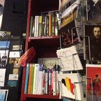 Das Foto wurde bei Piola Libri von Мария am 11/26/2012 aufgenommen