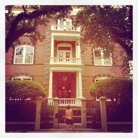 Foto tomada en Calhoun Mansion por Jane L. el 6/6/2013