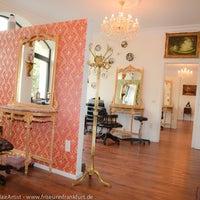 Das Foto wurde bei Muscat HairArtist - Ihr Friseur in Frankfurt von Muscat HairArtist - Ihr Friseur in Frankfurt am 12/15/2014 aufgenommen