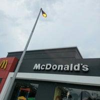 Das Foto wurde bei McDonald's & McCafé von Kelvin H. am 10/14/2012 aufgenommen