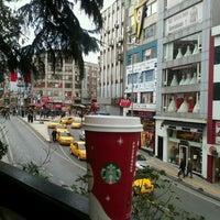 Photo prise au Starbucks par Salih T. le11/24/2012