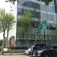 รูปภาพถ่ายที่ 서초구청삼거리 โดย flyme2themoon เมื่อ 5/2/2014