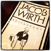 Foto tomada en Jacob Wirth Restaurant  por Christopher G. el 12/12/2012