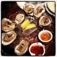 Photo prise au Le Grand Bistro & Oyster Bar par Christopher G. le10/21/2012