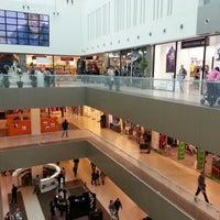 Foto tomada en Ušće Shopping Center por Sanja P. el 9/15/2012