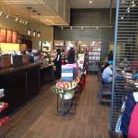 Foto tirada no(a) Starbucks por Aileen em 11/18/2012