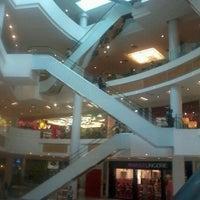 Foto diambil di Boulevard Shopping oleh Tainah K. pada 9/18/2012