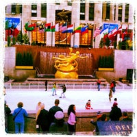 Foto scattata a The Rink at Rockefeller Center da Darold C. il 10/16/2012