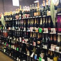 Photo prise au Argonaut Wine & Liquor par Melissa T. le6/29/2013
