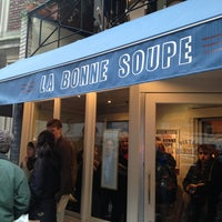 Снимок сделан в La Bonne Soupe пользователем Carissa O. 3/23/2013