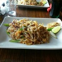 6/22/2016 tarihinde Chrissa K.ziyaretçi tarafından Mango Thai Tapas Bar'de çekilen fotoğraf