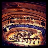 Foto tomada en Symphony Center (Chicago Symphony Orchestra) por Anas A. el 11/17/2012